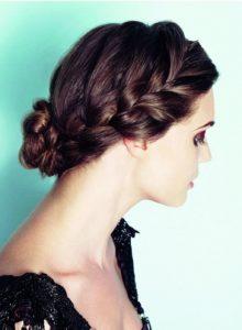 Деловые прически на средние волосы пучок с двумя косами